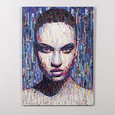 Картина выполнена из обрывков глянцевых журналов в технике коллаж