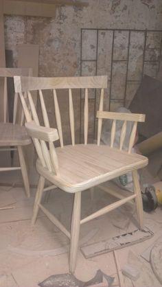 #silla de diseñador.Puede ser pintada o terminada al gusto del cliente