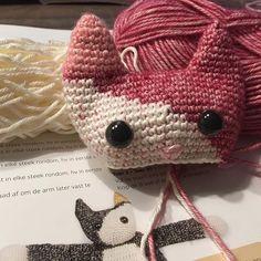 ! #crochet #gehaaktelappenpoppen #kitten #gehaaktelappenpop #lappenpop #haken #hakenisleuk #verlieftopdekleur #alasascha #haakverslaafd #crochetaddict #crochetaddicted #hakenmetmaan