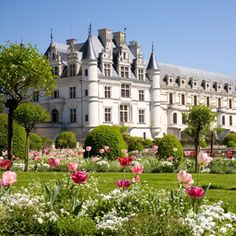 Destination Weddings at the romantic castles & prestigious vineyards of the Loire Valley, France.