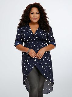 Polka Dot Hi-Lo Chiffon Tunic ~normally I'm not so much into polka dots but this one has me interested. Plus Size Shirts, Plus Size Blouses, Plus Size Tops, Big Girl Fashion, Curvy Fashion, Plus Size Fashion, Work Fashion, Best Casual Outfits, Casual Attire