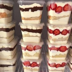 → 7 Sweets To Sell In The Pot - Profit Delight! Bake Sale Packaging, Bakery Packaging, Cupcake Recipes, Snack Recipes, Dessert Recipes, Snacks, Dessert Boxes, Dessert In A Jar, Mini Desserts