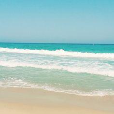 via Instagram sunmeliss: #sardinien #traumstrand #traum #topwetter #mittelmeer #bluewater #waves #beach #relax #entspannen #urlaub #meer #sardinien #italien #überwasser