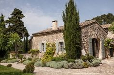 Photo 7 - Charming property to rent near Saint-Rémy-de-Provence - Heated swimming pool and tennis court French Cottage, French Country House, French Farmhouse, Cozy Cottage, Farmhouse Style, French Exterior, Stone Houses, Facade House, Property For Rent