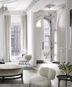 Love the layers of white. This pairs perfectly with the elegant notes of Forest Bathing by Pour l'air.