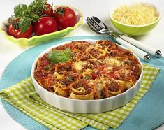 Crespelle mit Tomaten-Hack-Füllung Rezept   LECKER Macaroni And Cheese, Ethnic Recipes, Food, Grated Cheese, Souffle Dish, Popular Recipes, Italy, Food Food, Essen