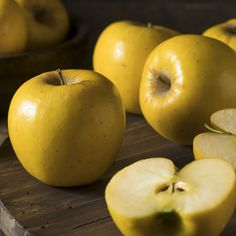 Raw Yellow Organic Opal Apples Ready to Eat Opal Apples, Fun Deserts, Amazing Deserts, Yellow Apple, Apple Varieties, Different Fruits, Best Fruits, Taste Of Home, Pintura