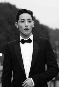 Lee soo hyuk in a tux // Hubby material 😍😍😍 Lee Hyuk, Lee Jong Suk, Asian Boys, Asian Men, Minho Shinee, Kim Young Kwang, Mark Bambam, Sung Joon, Kai Exo