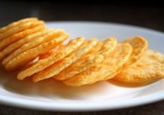 A puffy and crispy Asian treat, rice crackers don't require special ingredients or equipment to make at home. Rice cakes require three basic stages -- cooking the rice,. Sin Gluten, Rice Cracker Recipe, Galletas Cookies, Rice Cookies, Cookie Recipes, Snack Recipes, Biscuits, Gluten Free Crackers, Homemade Crackers