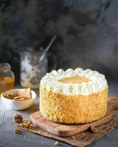 Рецепт лучшего медовика с орехами и черносливом Honey Cake, Slow Cooker Soup, Vanilla Cake, Soup Recipes, Cake Decorating, Bakery, Cheesecake, Desserts, Food
