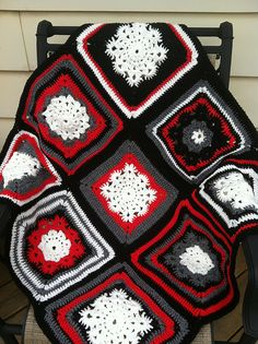 Ravelry: knititall's Woolly's Snowflake Square Completed Lapghan