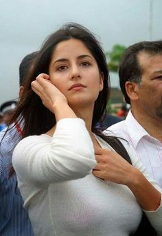 Did you imagine the bollywood beauty Katrina Kaif without makeup? Have a look at the 25 pictures of Katrina Kaif no makeup looks that will surprise you! Picture Of Katrina Kaif, Katrina Kaif Hot Pics, Katrina Kaif Photo, Most Beautiful Bollywood Actress, Beautiful Indian Actress, Bollywood Heroine Without Makeup, Beautiful Celebrities, Beautiful Actresses, Celebrities Hair