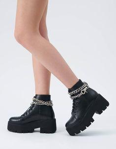 <p>Bocancii Baby AZZURA sunt realizati din piele neagra texturata, cu insertii cusute pe varf si laterale . Tocul este 7 cm iar talpa de 5 cm. Inaltime 20 cm.<br></p><p><br></p> Shoes, Zapatos, Shoes Outlet, Footwear, Shoe