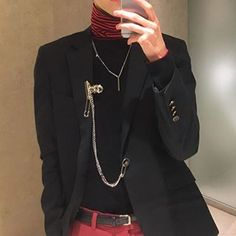 Discover recipes, home ideas, style inspiration and other ideas to try. Fashion Mode, Grunge Fashion, Look Fashion, Korean Fashion, Street Fashion, Fashion Black, Fashion Wear, Grunge Outfits, Edgy Outfits
