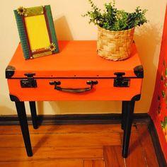 A ideia de reaproveitar objetos antigos nunca esteve tão em alta! Vem aprender como fazer móvel com pé palito! Fácil e econômico, além de decorar lindamente!