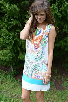 We are obsessing over this gorgeous printed dress! The white background is perfect for the color design and this one is fully lined!! Fits true to size. Miranda is wearing the small.