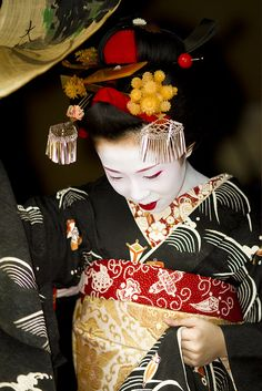 Maiko Satohina #13     Satohina さと雛 has debuted as a Maiko from Nakazato of Kamishichiken on Oct. 20th.  Hina means lovely.  Taken by Onihide