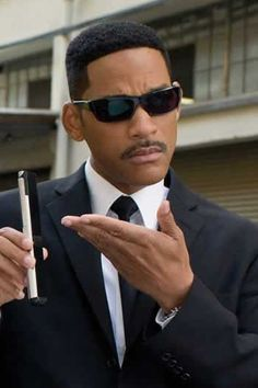 Will Smith wears this SALT frames in Men in Black 3 The Smiths, Men In Black, Lauren Bacall, Willian Smith, Will Smith Movies, Vape Memes, Jaden Smith, Wil Smith, New Mods