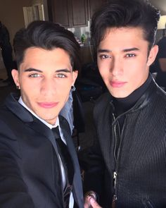 Discover images and videos about Cnco from all over the world on We Heart It. Erik Brian Colon, Memes Cnco, Twitter Bio, Just Pretend, Best Friend Goals, Selfie Time, Perfect Man, Hot Boys, Handsome Boys