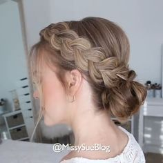 It seems that the braid is not so difficult😎Have a try? via:IG daily braid hairlover hairstyling hairdo hairart hairstyle hairideas hairguru hairtrends hairvideo hairtutorial 426927239675704855 Braided Hairstyles Updo, Braided Updo, Diy Hairstyles, School Hairstyles, Wedding Hairstyles, Braid Updo Styles, Waitress Hairstyles, Church Hairstyles, Nurse Hairstyles