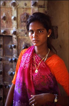 Jodhpur (India) - a Rajasthan princess | There is something primal, fundamental, overwhelming in the beauty of Indian women, which blossoms way before adulthood. Married at an early age, bearing the responsibilities of an entire household - parents, brothers, husband - their face carry an air of seriousness, calm and composure I thought could be found only among the most elegant and well-mannered dames of the West. Still, childhood is usually not hidden far behind....