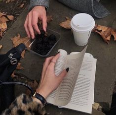 Stolen Inspiration: Fashion, Beauty and Lifestyle from New Zealand Autumn Aesthetic, Book Aesthetic, Aesthetic Photo, Coffee And Books, Study Inspiration, Study Motivation, Book Photography, Bookstagram, Cyberpunk