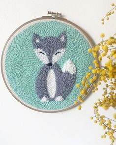 DIY Punch Needle Embroidery Tutorials and Ideas - Hey Lai DIY Punch Needle Embroidery Tutorials and Ideas – Hey Lai Punch Needle Kits, Punch Needle Patterns, Ribbon Yarn, Punch Art, Diy Purse With Pockets, Handmade, Rug Hooking, Diy Embroidery, Purse Wallet