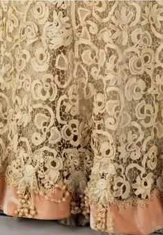 Exquisite Lace Detail on Gown by Charles Klein -- Circa 1910 -- The Costume Collection at The Metropolitan Museum of Art. Lace Ribbon, Lace Fabric, Antique Lace, Vintage Lace, Crochet Lace, Free Crochet, Irish Crochet Patterns, Romantic Lace, Romantic Cottage