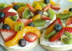 Sliced fruits with cream cheese over mini bagel (quickie appetizer or dessert)