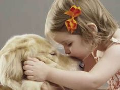 A empresa 'PetsdoBem', que vende ração para cães e gatos por assinatura, foi criada em julho deste ano com uma ideia inspiradora: a cada 10 kg de ração comercializados pela plataforma, 1 kg é doado para instituições parceiras, como ONGs ou abrigos que cuidam de animais abandonados, sem o cliente pagar nada a mais por isso.
