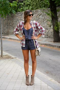 trendy_taste-look-outfit-street_style-ootd-blog-blogger-fashion_spain-moda_espaa-camisa_cuadros-oversize-plaid_shirt-cowboy_booties-botines... | More outfits like this on the Stylekick app! Download at http://app.stylekick.com