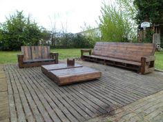 Giant Outdoor Set Made Out Of Repurposed Pallets Pallet Terraces & Pallet Patios