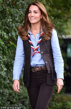 Estilo Kate Middleton, Carole Middleton, Kate Middleton Style, Kate Middleton Jeans, Duchess Kate, Duke And Duchess, Duchess Of Cambridge, Prince William And Kate, William Kate