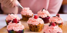 Bring on the cupcake wars with this creatively, competitive hen party activity. Full of cupcakes, buttercream, spinkles and fun! Buffet Kids, Sugar Free September, Star Baker, Russian Piping Tips, Cupcake Day, Cupcakes Decorados, Grandmother Quotes, Processed Sugar, Cake Decorating Supplies