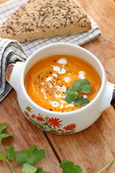 romige pompoensoep Thermomix Soup, Creamy Pumpkin Soup, Vegetarian Recepies, Soup Recipes, Cooking Recipes, Kitchen Recipes, Healthy Pumpkin, Super Healthy Recipes, Food Inspiration