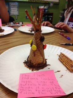 CI - This project would be a hands-on approach for the students to learn about the Indian's way of life specifically their living conditions. It would also serve as a tasty treat! This would be one way to see the Native American's perspective. November Thanksgiving, Thanksgiving Projects, Thanksgiving Preschool, Native American Lessons, Native American Projects, American History, Pilgrims And Indians, 3rd Grade Social Studies, Classroom Fun