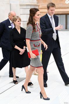 La duchesse Catherine de Cambridge, superbe dans une nouvelle robe Gucci, inaugurait le 29 juin 2017 une nouvelle aile du Victoria and Albert Museum, dans le quartier de South Kensington à Londres.