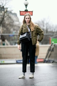 Outfits and Looks, Ideas & Inspiration Paris Fashion Week: Women's Street Style Fall 2016 Day 7 by Vincenzo Grillo Look Street Style, Autumn Street Style, Street Style Women, Fashion Weeks, Looks Style, Style Me, Modell Street-style, Winter Stil, Winter Mode
