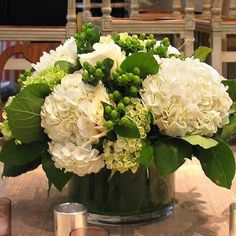 Wedding Flower Arrangements 40 Pretty Fall Flower Arrangements Ideas That You Can Make It Self - Page 29 of 47 White Hydrangea Centerpieces, Green Hydrangea, Table Centerpieces, White Hydrangeas, Centrepieces, Hortensien Arrangements, White Flower Arrangements, White Flowers, Beautiful Flowers