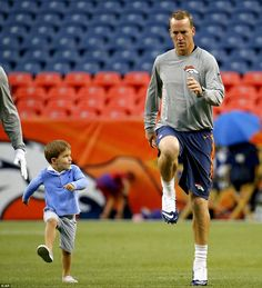 Peyton Manning's son Marshall overshadows him during pregame warmups Peyton Manning Family, Famous Black Americans, Marshall Williams, Ashley Thompson, Sports Authority Field, Pro Football Teams, Denver Broncos Football, Professional Football, Karen