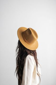 Prom Hairstyles, Messy Hairstyles, Quinceanera Hairstyles, Updo Hairstyle, Outfits With Hats, Cute Outfits, Newspaper Boy Hat, Cashmere Hat, Shooting Photo