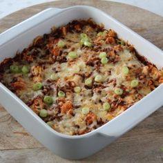 Heerlijke ovenschotel voor 4 personen met bloemkool, gehakt, tomatensaus en kaas.