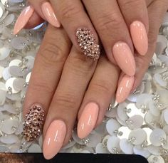 So in love with peach and the gold spikes!! Definitely a design I'm doing xoxo enjoy suga buga