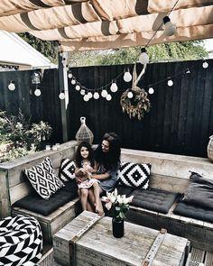 60 brilliant ideas for your outdoor lounge 22 ~ Design And Decoration Outdoor Lounge, Outdoor Rooms, Outdoor Living, Outdoor Decor, Outdoor Garden Furniture, Diy Garden Decor, Diy Home Decor, Rustic Furniture, Garden Ideas