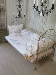 shabby chic style living room with iron daybed and vintage mirrors living room decorations. Black Bedroom Furniture Sets. Home Design Ideas