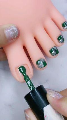 Green Toe Nails, Black Toe Nails, Pretty Toe Nails, Summer Toe Nails, Cute Toe Nails, Fancy Nails, White Nails, Pedicure Nail Designs, Toe Nail Designs