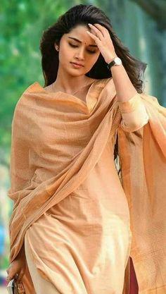 Beautiful Girl Photo, Beautiful Girl Indian, Most Beautiful Indian Actress, Beautiful Actresses, Beautiful Ladies, Stylish Girl Images, Stylish Girl Pic, Beauty Full Girl, Beauty Women