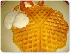 Telita na Cozinha: waffles salgados com molho de iogurte e manjericão