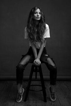 Model Poses Photography, Studio Portrait Photography, Portrait Poses, Studio Portraits, Portrait Fotografie Inspiration, Modeling Fotografie, Creative Portraits, Photoshoot Inspiration, Nike Sportswear