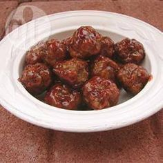 Be sure to supply cocktail forks or toothpicks and napkins when you serve these herbed meatballs with their sweet-and-sour sauce. Sauce Chili, Cocktail Meatballs, Chafing Dishes, Party Catering, Sweet 16 Birthday, Birthday Ideas, Baking Pans, Serving Dishes, Food For Thought